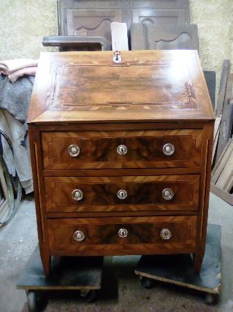 Travail de de notre artisan ébéniste APRES restauration de petit meuble avec marqueterie