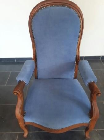 Rénovation d'un fauteuil voltaire par Atelier de Tapissier du Rhone Francois Winterstein