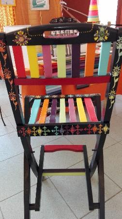 Chaise Haute de bar Décorative.<br /> Réalisée Par ma Femme et Artiste Agnès Fogli sur base Peinture Bio et finition en pointillisme.<br /> un petit chef d'oeuvre pour le plaisir des yeux